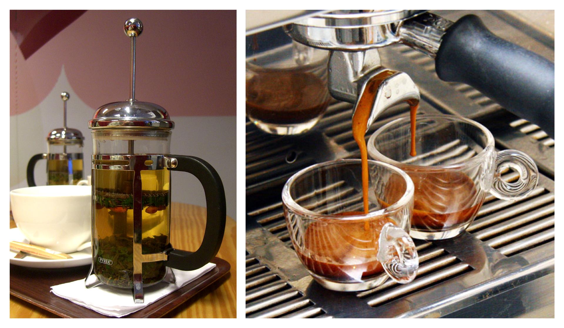 Ilustracja przedstawia dwa zdjęcia przyrządów działających woparciu ozjawisko ekstrakcji. Na lewym znajduje się fragment stolika zpustą filiżanką zdwoma zaparzaczkami do wyposażonymi wrączki iwysuwane koszyczki. Na zaparzaczce znajdującej się na pierwszym planie widać, że przygotowywana jest wniej zielona herbata. Zdjęcie zprawej strony przedstawia wzbliżeniu element wylotowy ciśnieniowego ekspresu do kawy przystosowany do napełniania dwóch filiżanek na raz. Pod nim znajdują się dwie małe, właśnie napełniane szklane filiżanki do espresso .