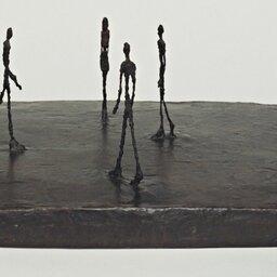 Niemimetyczne formy figuralne Alberta Giacomettiego