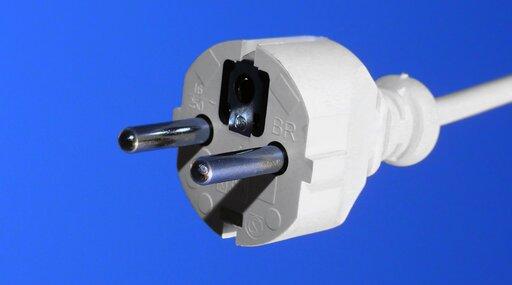 0600 Jaki prąd płynie wdomowej instalacji elektrycznej?