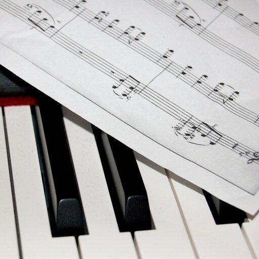 Elementy muzyki – tajemnicze znaki – bemol, krzyżyk, kasownik.