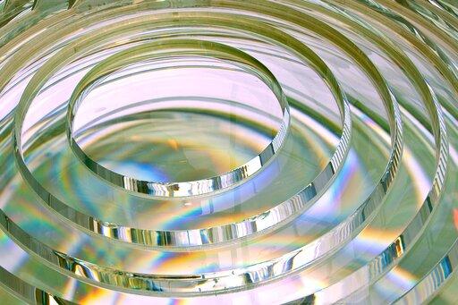 0764 Konstrukcja obrazu po przejściu promieni przez soczewkę skupiającą