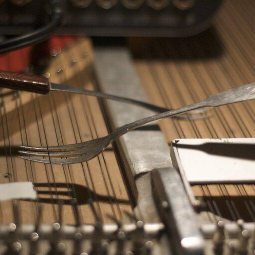 Eksperymenty wmuzyce - fortepian preparowany J. Cage'a