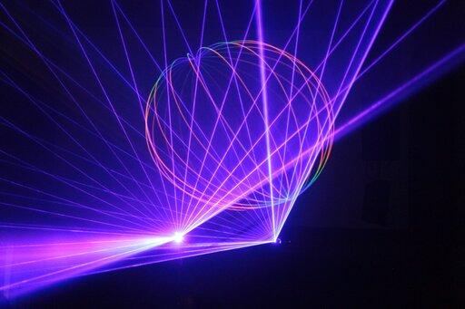 0732 Wjaki sposób można opisać światło laserowe?