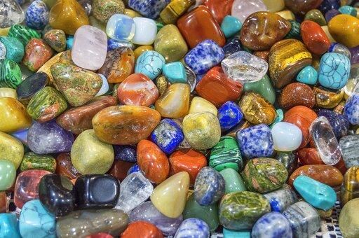 Różnice między skałami iminerałami
