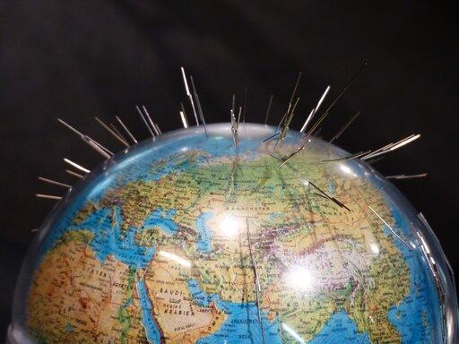 0665 Czy pole magnetyczne Ziemi jest stałe wczasie?