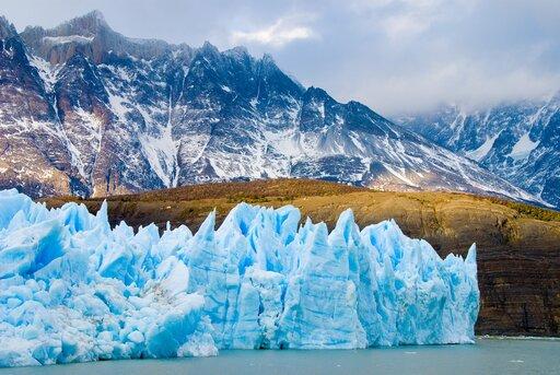 Rzeźbotwórcza działalność lodowców ilądolodów – porównanie