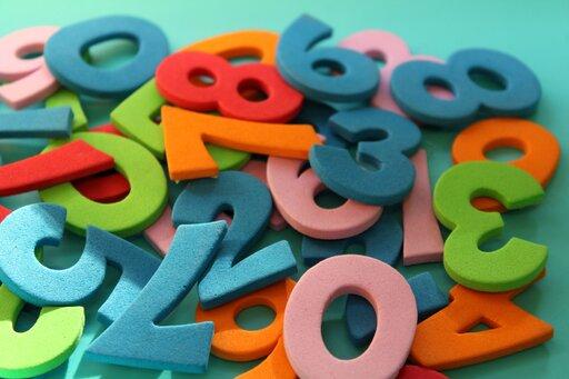 Przykłady ciągów liczbowych skończonych