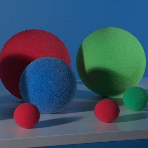 Czy cząstki materii mogą być dziwne ipowabne?
