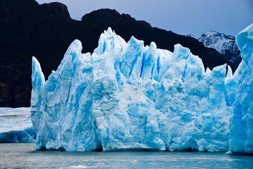 Wpływ zanikania pokrywy lodowej na obszarach podbiegunowych na gospodarkę, życie mieszkańców iich tożsamość kulturową