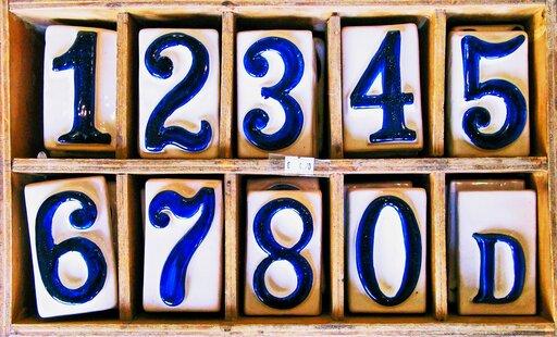 Rozwiązanie algebraiczne nierówności typu <math><mo>|</mo><mi>x</mi><mo>-</mo><mi>a</mi><mo>|</mo><mo>&gt;</mo><mi>b</mi></math>