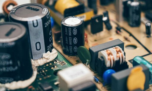 0520 Łączenie równoległe kondensatorów