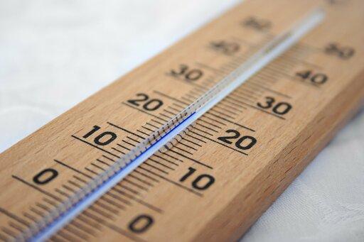 Rozkład rocznej amplitudy temperatury powietrza na Ziemi