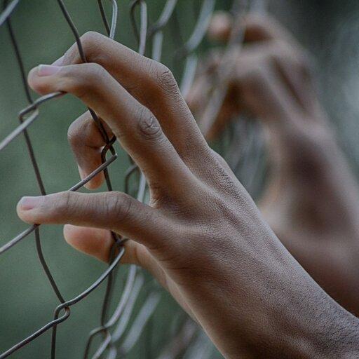Ręka wogniu. Postawy więźniów wobec rzeczywistości łagrowej w<i>Innym świecie</i> G. Herlinga-Grudzińskiego