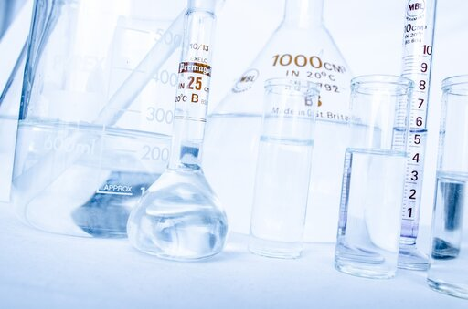 Czy zcząsteczek alkoholi można odłączyć wodę?