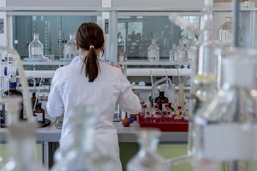 Jak kwasy reagują zwodorotlenkami?