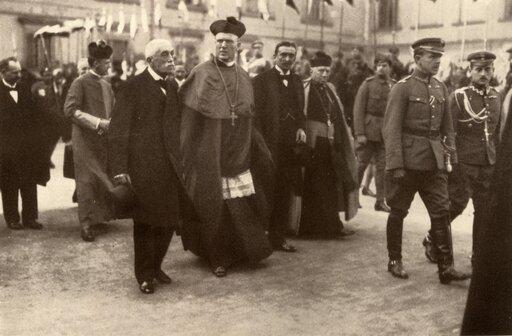 Na drodze do zjednoczenia. Kształtowanie się pierwszych ośrodków władzy uprogu odzyskania przez Polskę niepodległości