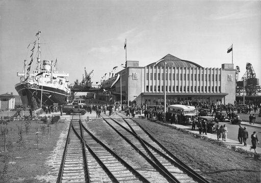 Budowa portu Gdynia oraz Centralny Okręg Przemysłowy na tle dokonań gospodarki II Rzeczypospolitej