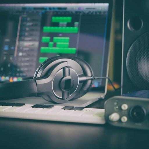 Muzykowanie na komputerowym ekranie