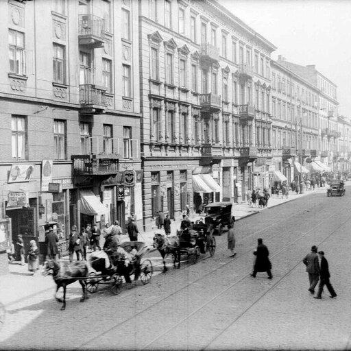Bolesna rzeczywistość międzywojennej Polski wwierszu Władysława Broniewskiego <em>Ulica Miła</em>