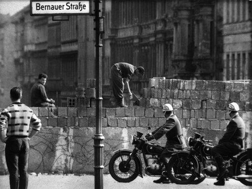 Betonowa granica dwóch światów. Budowa muru berlińskiego