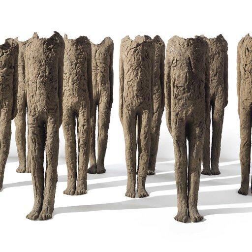Skomplikowane, magiczne iogromne formy rzeźbiarskie Magdaleny Abakanowicz
