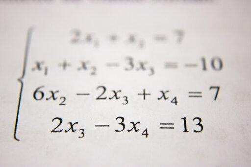 """Rozwiązywanie układów równań kwadratowych postaci <math><mfenced open=""""{"""" close=""""""""><mtable columnalign=""""left""""><mtr><mtd><msup><mi>x</mi><mn>2</mn></msup><mo>+</mo><msup><mi>y</mi><mn>2</mn></msup><mo>+</mo><mi>a</mi><mi>x</mi><mo>+</mo><mi>b</mi><mi>y</mi><mo>=</mo><mi>c</mi></mtd></mtr><mtr><mtd><msup><mi>x</mi><mn>2</mn></msup><mo>+</mo><msup><mi>y</mi><mn>2</mn></msup><mo>+</mo><mi>d</mi><mi>x</mi><mo>+</mo><mi>e</mi><mi>y</mi><mo>=</mo><mi>f</mi></mtd></mtr></mtable></mfenced></math>"""