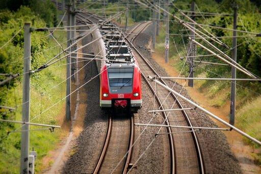 Transport kolejowy wPolsce ijego zmiany